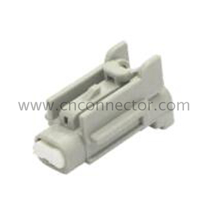 2 way female automobile connector 7183-7770-40 MG613216