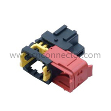 (1544226-1) 3 pin 6.3 series Black male cable plastic automotive electrical connector